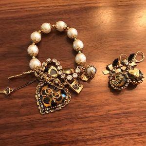 Bracelet and earrings set.